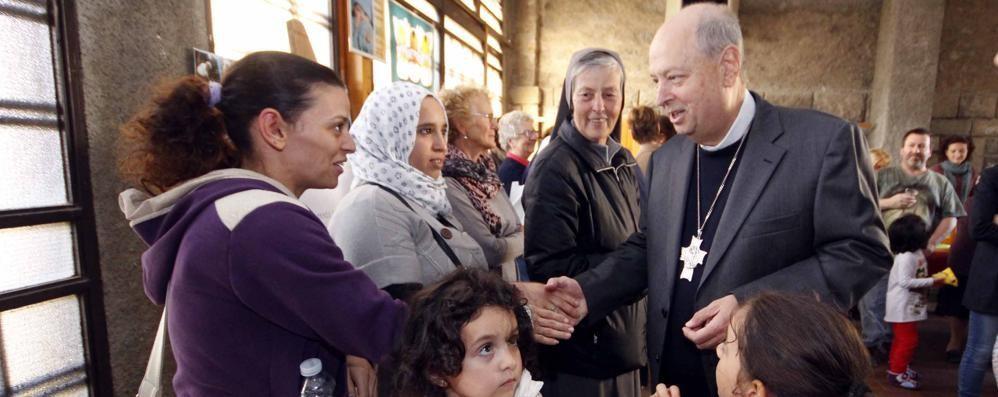 Il vescovo al Centro per la vita  «Mi aprite il cuore dalla felicità»