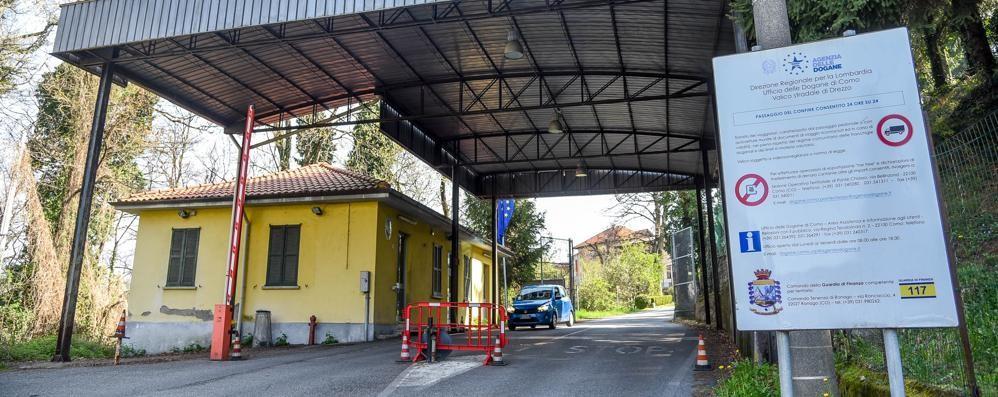Dogane sbarrate, l'ira dei frontalieri  «Sbagliata la chiusura definitiva»