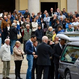 Missaglia, tanta gente per l'addio  alla scalatrice Alessandra Casiraghi