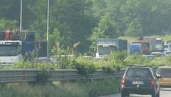 Super, un camion perde il carico  Un pomeriggio difficile