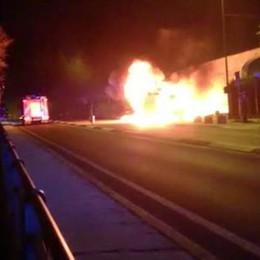 Malgrate, a fuoco due auto e un furgone