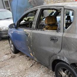 Auto in fiamme,  sindaco preoccupato  «Non bruciano da sole»
