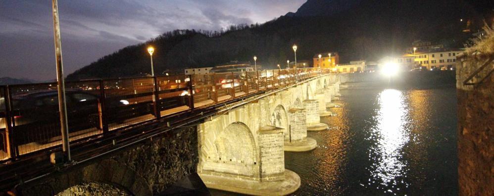 Luci abbaglianti sul ponte Vecchio Dopo le feste modifiche ai fari