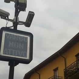 Al posto dei semafori i pannelli luminosi  Proteste per le multe nella Ztl di Oggiono
