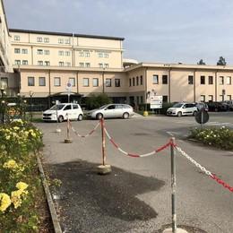 «Sosta selvaggia al Mandic, ora basta»  I vigili multeranno anche in ospedale