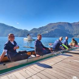 I vigili canottieri per un giorno  «Così nasce lo spirito di squadra»