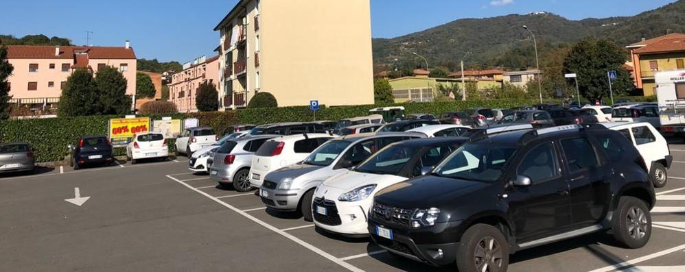 Lo stop al ponte intasa i parcheggi  «Rfi trovi altri spazi per le auto»