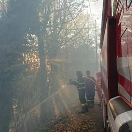 Non solo il rogo di Vendrogno  Superlavoro per i vigili del fuoco