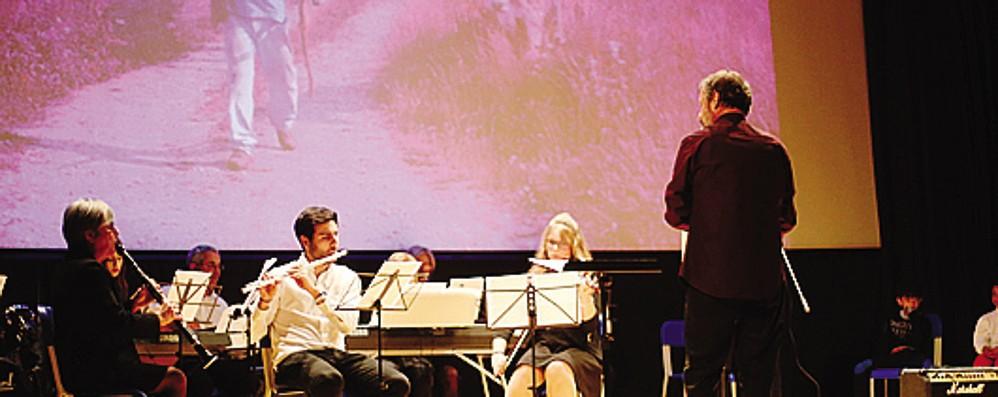 Teatro gremito e doppia proiezione  Applausi per il corto sul pastore filosofo
