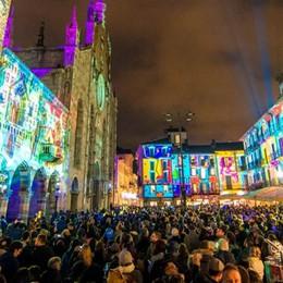 Città dei Balocchi, show di luci  Migliaia in centro (video)