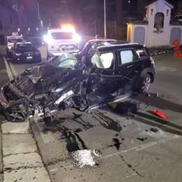 Via Gorizia, incidente nella notte  Auto a pezzi, salvo il conducente