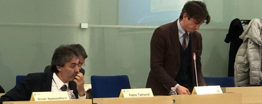 Il campo sintetico divide il Consiglio  «Un'opportunità». «No, spesa sbagliata»
