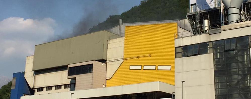 Valmadrera, i fumi di Silea   s'inalano fin  sul Barro