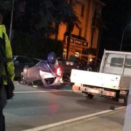 Auto ribaltata a Casatenovo  Tanta paura e provinciale chiusa