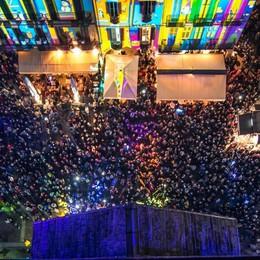 Balocchi, troppa gente in centro  Torre del Broletto spenta nei weekend