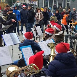 """In centro le """"Atmosfere natalizie""""  Occasione di incontro e solidarietà"""