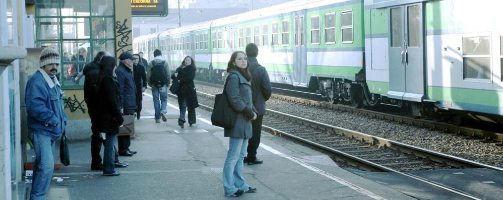 Massacrato dal branco  sul treno Paderno-Milano