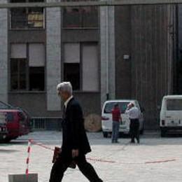 Il sindaco dal notaio   per l'edificio di via d'Oggiono