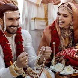 Centinaia di turisti dall'India  in visita al Balbianello  Effetto Bollywood