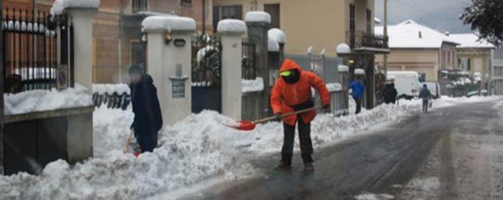 Nessun volontario per spalare la neve  Il Comune invoca la clemenza del cielo