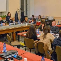 Cavilli e polemiche in consiglio  Sprecati 10mila euro