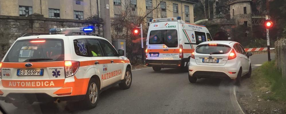Ambulanza e automedica non passano  Il passaggio a livello ruba minuti preziosi
