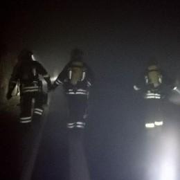 Cascinale in fiamme  Mobilitazione a Carenno
