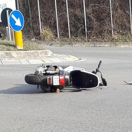 Scontro fra auto e scooter  Grave ragazzo di 16 anni