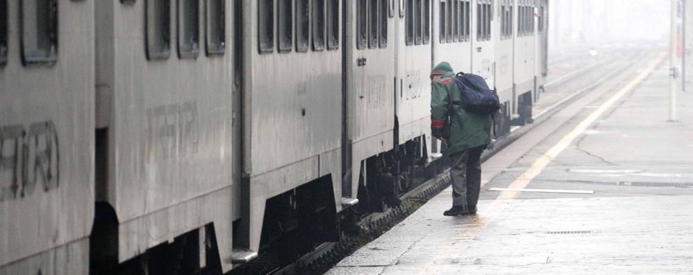Lavori a Milano Porta Garibaldi  Centinaia di pendolari a piedi