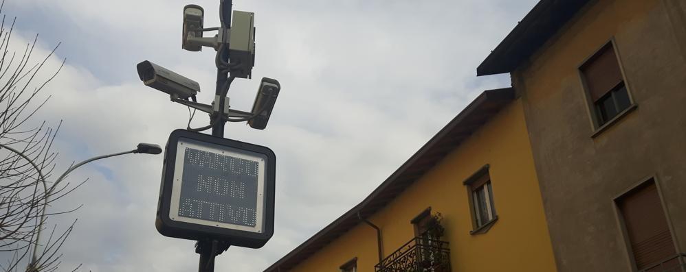 """Oggiono, zona a traffico limitato in tilt  Pannelli """"impazziti"""" e fioccano multe"""