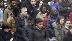 Iniziazione cristiana per 16 adulti  Folla nella basilica di San Nicolò