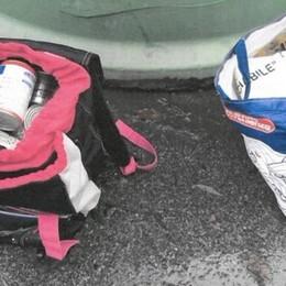 Buttati i pacchi viveri per i bisognosi  «Vergognoso, potevano servire ad altri»