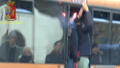 Gli scontri nel derby nel video della polizia