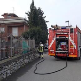Incendio a Erba  Vigili del fuoco a Parravicino
