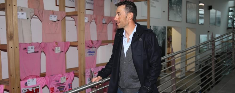 Nibali scala il Ghisallo  «Ecco la mia maglia»