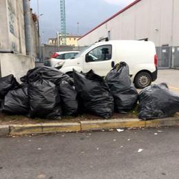 Lecco, in via Besonda  Parcheggio o discarica?