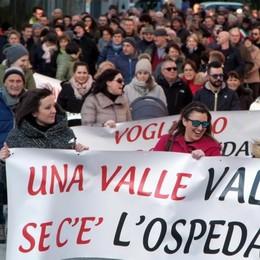 Mille in piazza a Chiavenna. «Stanno smantellando l'ospedale»