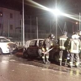 Due roghi in serata a Olginate e  Garlate  In fiamme due Fiat Punto vecchio modello