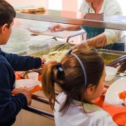 «Troppi sprechi nelle mense a scuola»  Quaranta piatti al giorno in spazzatura