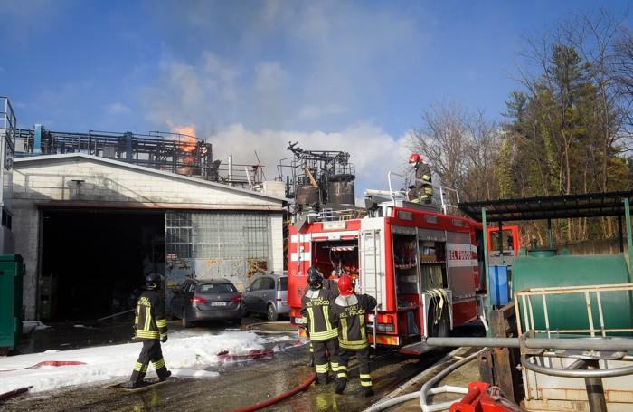 Bulgarograsso incendio ed esplosione di una cisterna in uno stabilimento di rifiuti speciali (Foto Butti)