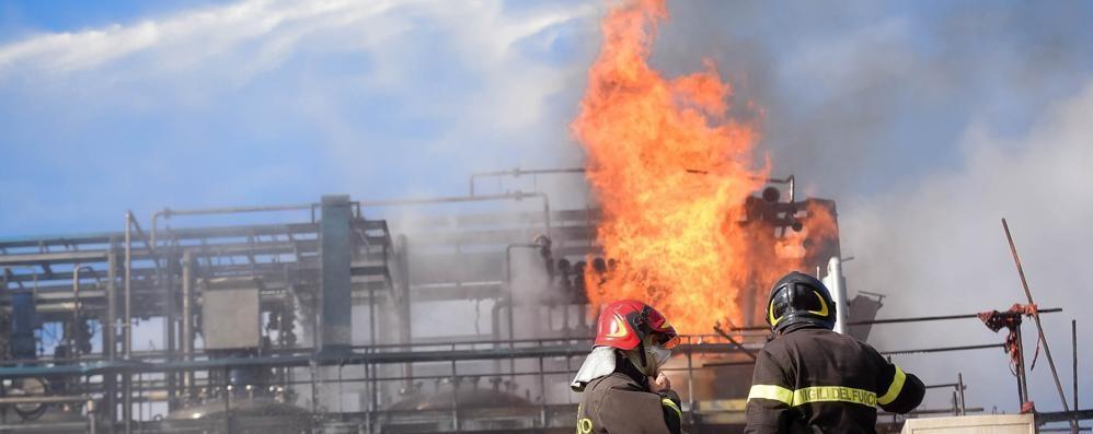L'esplosione alla Ecosfera  Dieci gli operai feriti  «Nessun rischio per l'aria»   Guarda il video