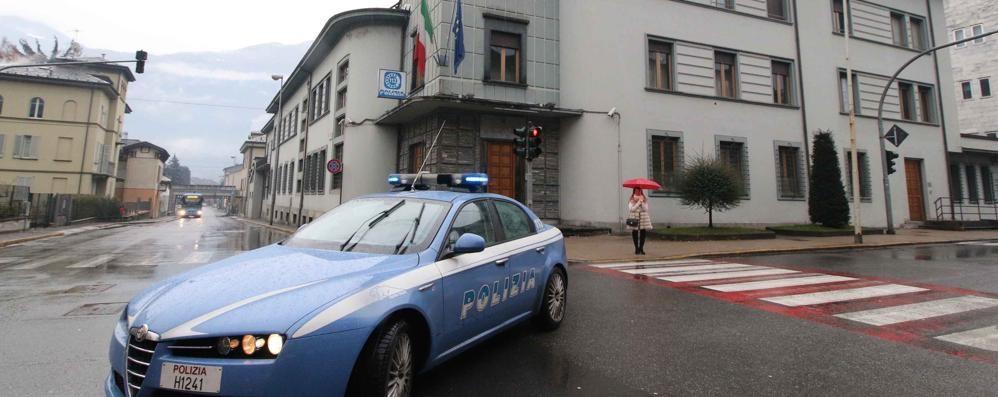 Auto sfugge ad un controllo  Poi si scontra con i carabinieri
