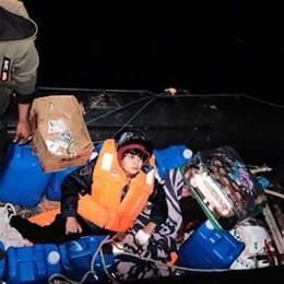 Salva tre giovanissimi migranti  «In mare per curare il fratellino»