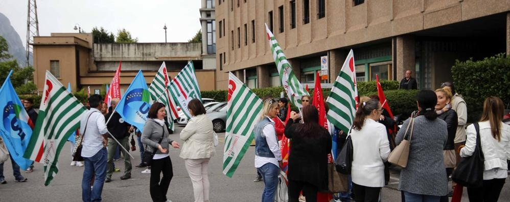 Valmadrera: Aerosol   Un milione di paghe arretrate