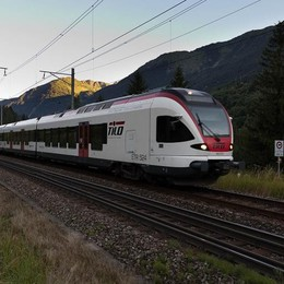 Guasto al treno in Svizzera  I passeggeri scendono da soli  «Verranno denunciati»