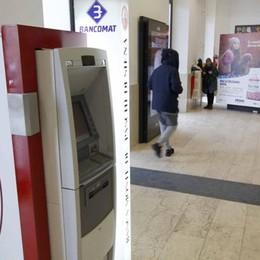 Ancora paura in stazione  Prende il bancomat a sassate