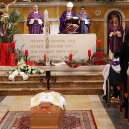 Oggiono, chiesa gremita per il funerale  «Don Amintore, ricordiamo la sua bontà»