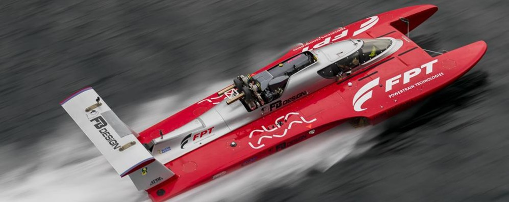 Fabio Buzzi raggiunge i 277 km orari   Record mondiale di velocità sul Lario