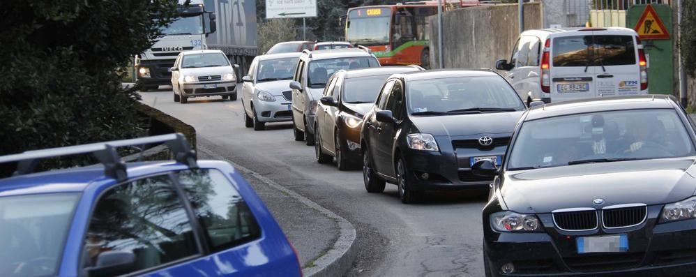 Lecco-Ballabio, pomeriggio di caos  Quasi un'ora per raggiungere la città