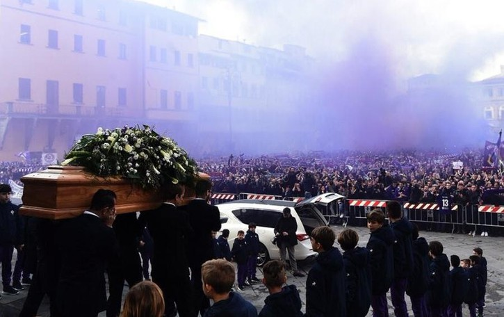 Diecimila in piazza  per l'addio ad Astori (video)